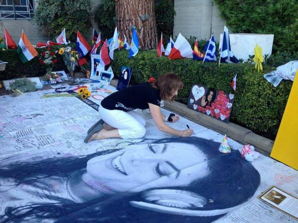 MJ Birthday Commemoration at Forest Lawn..