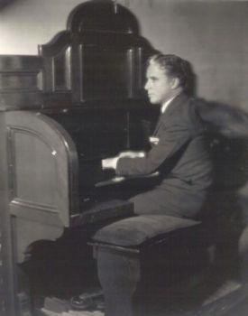 Compositeur au piano