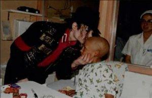 il visite les enfants malades