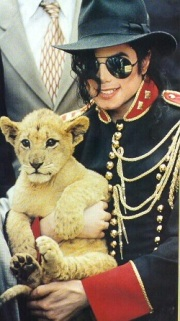 MJ-and-animal-michael-jackson-32178728-348-623