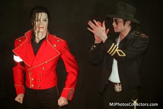 MJ visite le musée grévin